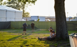 Two Bonnaroovians resting against a tree.